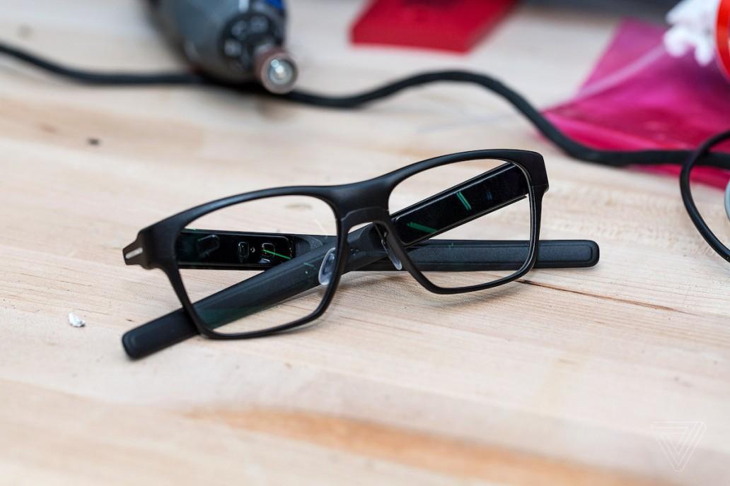 英特尔 Vaunt 智能眼镜