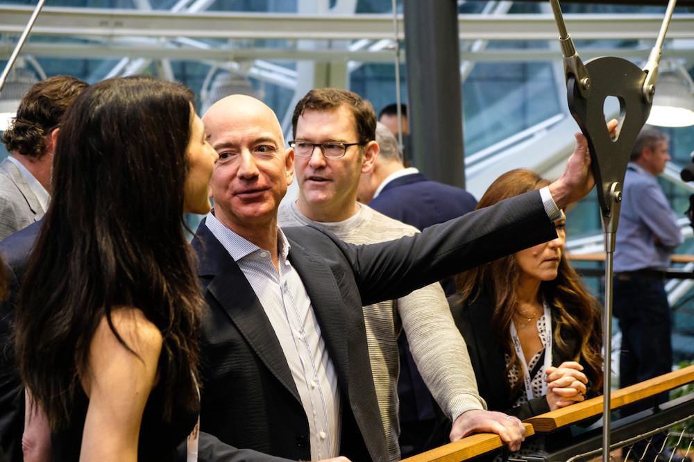 亚马逊的 AWS 云服务继续引领业绩亮点